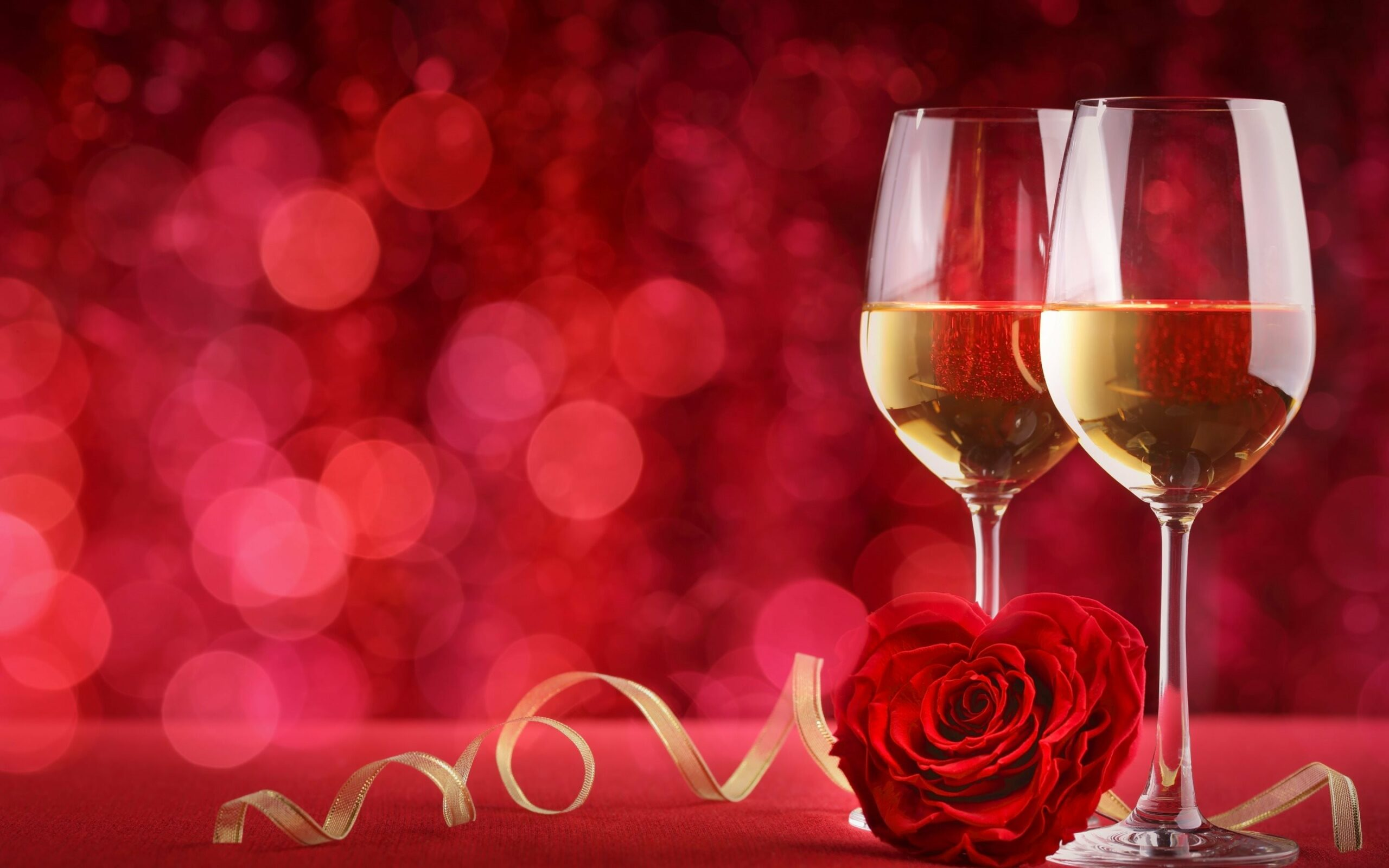 romance-glasses-of-champagne-valentine's-day-red-roses-champagne